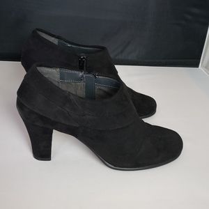 AEROSOLS SUEDE HEELED ANKLE BOOT SIZE 8